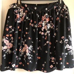 LC Lauren Conrad Large Spring Skirt